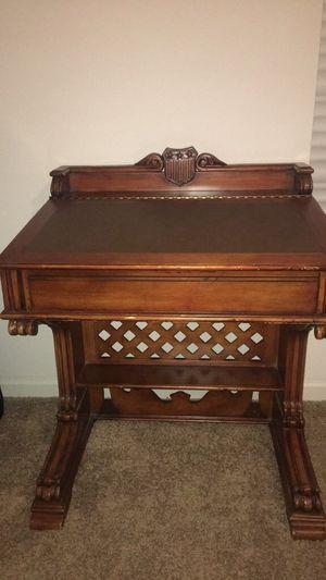 Rare Pulaski Antique Roadshow Desk for Sale in Powdersville, SC