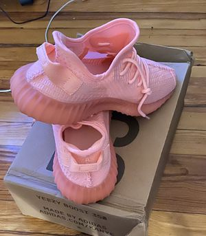 Yeezy hot pink size 10 for Sale in Queens, NY