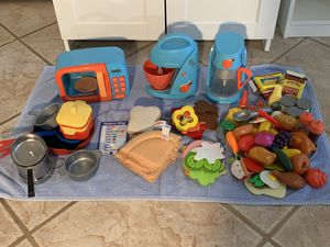 Kid's kitchen sets (Just Like Home-Toys R Us, Melissa and Doug) for Sale in Phoenix, AZ
