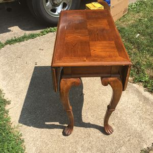 Drop leaf end table for Sale in Gahanna, OH