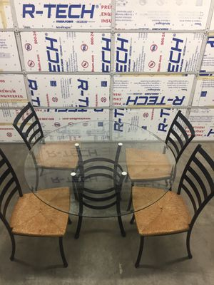 kitchen table and chairs for Sale in Mountlake Terrace, WA
