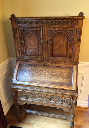 Feudal Oak Jamestown Lounge Co antique secretary desk (sold wood and wonderful condition) for Sale in Issaquah, WA