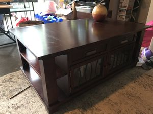 Coffee table with lift top for Sale in Maple Falls, WA