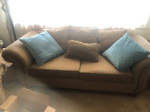 3 piece couches with decorative pillows for Sale in Los Angeles, CA