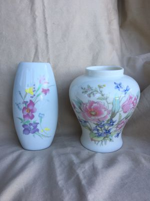 2small vases with pretty flowers on them for Sale in Sherman, TX