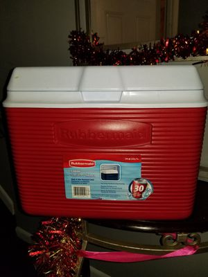 Rubbermail cooler 24qt and 30cans for Sale in Queens, NY