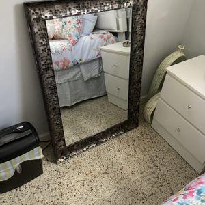 Espejo De Cuarto En Buena Condiciones for Sale in Hialeah, FL
