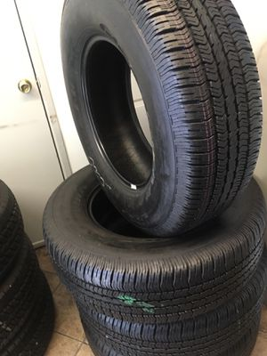 Set semi new Goodyear 265/70/17 for Sale in Downey, CA