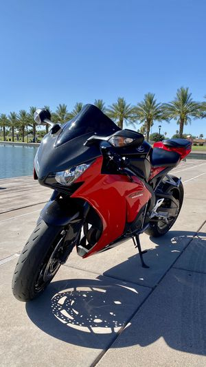 LITER MOTORCYCLE HONDA CBR 1000RR EXCELLENT CONDITION!! for Sale in Chandler, AZ