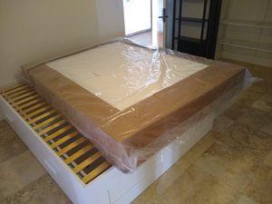 Queen mattress protector cover. for Sale in Miami, FL