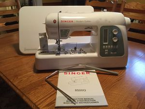 Singer 8500Q Modern Quilter with 215 stitches. for Sale in Pittsburgh, PA