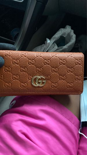 gucci hand wallet for Sale in Houston, TX