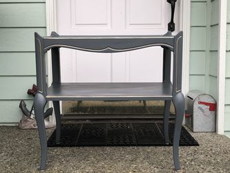 MERSMAN Table with bottom shelf French country two tier for Sale in Lynnwood,  WA