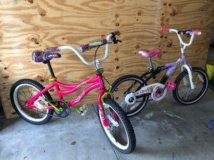 Hi offer up here is for sale 2 kids bike in good condition size 18 inch for Sale in Orlando, FL
