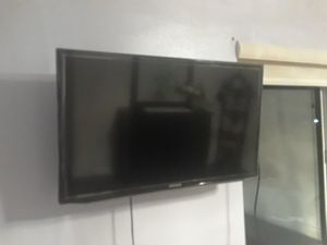 Tv new with bracket 32 inch for Sale in Etiwanda, CA