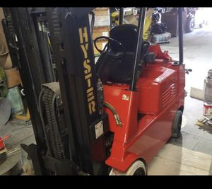 Hyster Forklift 7000 lb capacity triple mast PH ( great condition ) for Sale in Queens, NY