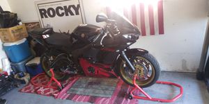 2003 yamaha R6 raven edtion for Sale in Utica, MI