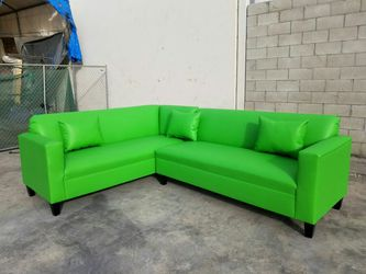 NEW 7X9FT LIME GREEN LEATHER SECTIONAL COUCHES for Sale in Phelan,  CA