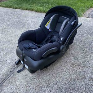 Maxi-Cosi Mico 30 Infant Car Seat with Base, Night Black, One Size Rear for Sale in Camas, WA