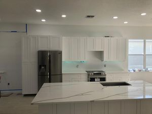 White shaker kitchen cabinets at wholesale prices for Sale in Tampa, FL