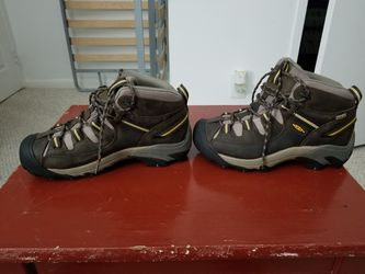 Keen Hiking Boots Size 7 for Sale in Alexandria,  VA