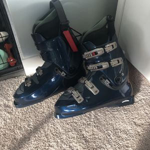 Salomon Men's Ski Boots - Size 11 for Sale in Seattle, WA