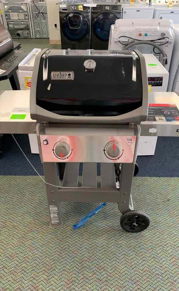 Weber Grill!! Weber 44010001 Brand new with Warranty!! RYEZ0