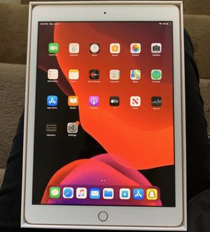 Like New Rose Gold iPad 7th Generation 32 Gboard for Sale in Los Angeles, CA