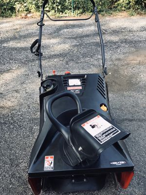 """Craftsman 21"""" snowblower 4 cycle starts at first pull or it has electric start for Sale in Darien, IL"""