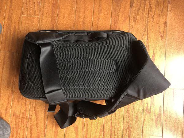 Incase DSLR Sling Pack camera bag