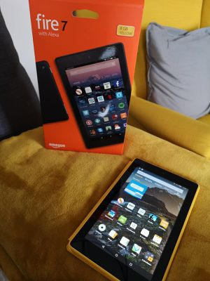 """Amazon fire tablet 7"""" Yellow w/alexa 2017 for Sale in Chicago, IL"""