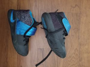 Nike Kyrie 2 wet kids shoes size 4.5Y for Sale in Laurel, MD