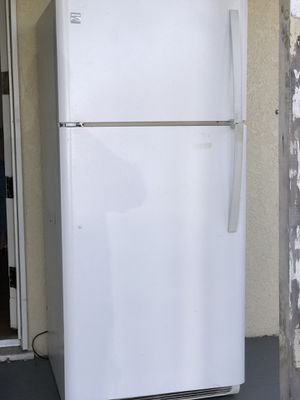 GE Refrigerator for Sale in Inglewood, CA