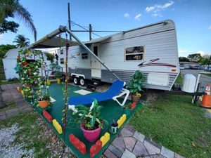 For sale rv zinger 30 pies $ 6000 fully functional for Sale in Hollywood, FL