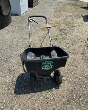 Grass feeder for Sale in Gastonia, NC