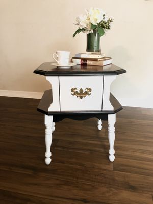 """Refinished Solid Wood Side Table/ One Table/ LIKE BRAND NEW/Very Sturdy / Ready For Good Home / 20"""" w x 20"""" d x 23"""" Tall/I Can Deliver for Sale in Orlando, FL"""