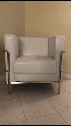 2 chairs and 1 end table for Sale in Deerfield Beach, FL