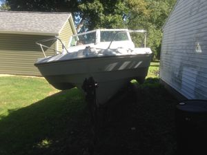 1971 trailer haul boat Thunderbird 120 horse in Bora-Bora runs good needs a little work done to it $4,000 dollars or best offer title in hand for Sale in Medina, OH