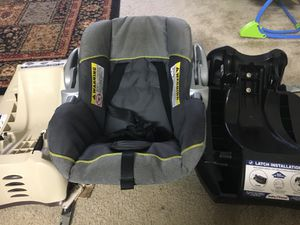 Infant car seat with two base in great condition for Sale in Vienna, VA