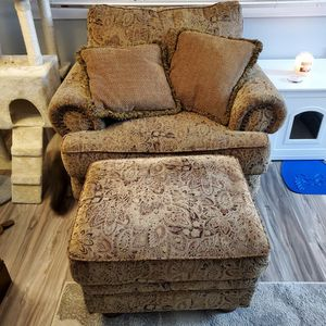 Chair and Ottoman for Sale in Lake Stevens, WA