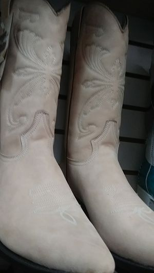 Light brown boots for Sale in Santa Ana, CA