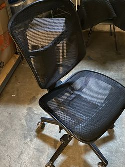 WorkPro® Quantum 9000 Mesh Series Mid-Back Desk Office Chair, Black for Sale in Milwaukie,  OR