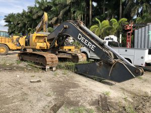 2008 John Deere 240D LC Excavator - NEW UNDERCARRIAGE for Sale in Hialeah, FL