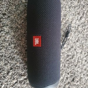 JBL Flip 5 Waterproof for Sale in West Palm Beach, FL