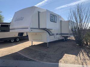1996 ALPENLITE 34FT 5TH WHEEL TRAVEL TRAILER WITH 2 SLIDES LOOKS GREAT for Sale in Phoenix, AZ