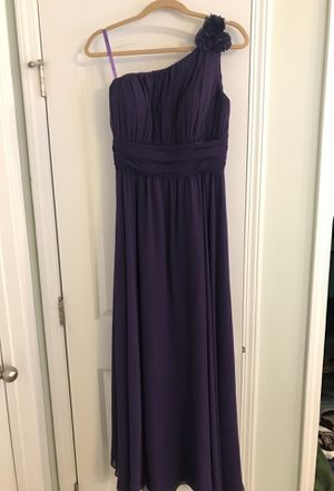 Bridesmaids dress. Great condition worn once. Size 4-6, plum purple. Looks a bit lighter in person. for Sale in Apex, NC
