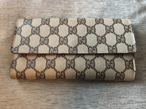 Vintage Gucci woman's wallet for Sale in Peabody, MA