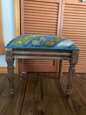 Small stool! Good for a vanity! Or just decorate! for Sale in Kissimmee, FL