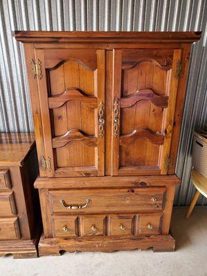 Real wood dresser set. for Sale in Souderton, PA