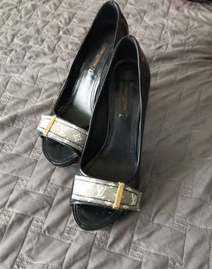 Louis Vuitton monogram patent leather pumps for Sale in Orlando, FL